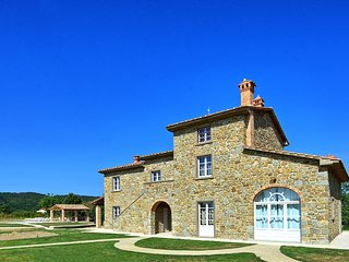 Gambaroncia Villa Sleeps 10 with Pool Air Con and WiFi - 5626425