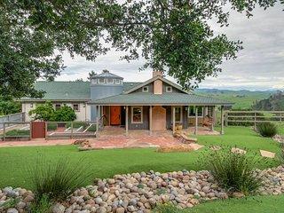 Upscale mountain view farmhouse w/ home theater & patio!