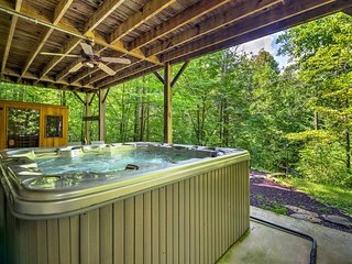 Jamestown Cabin w/ Hot Tub, Sauna & Game Room!