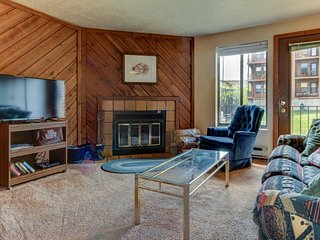 Timberbrook condo w/shared pool, sauna & hot tub - close to slopes!