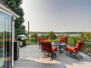 Lakeview & family-friendly home w/ large deck, right across from Green Lake!