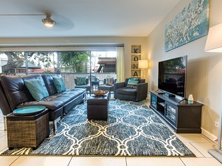 Stay in the Heart of Kona Town! Modern city condo.