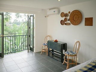 Taman Unique (Deluxe w/ Balcony 5)