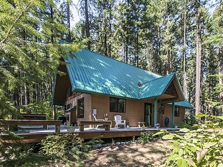 Delightful cabin experience just off the beaten path. WIFI, Hot Tub and more