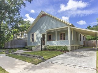 NEW LISTING ~ Historic District ~ Walk Everywhere ~ Great Downtown Location!