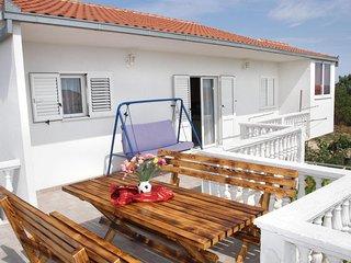 Three bedroom apartment Okrug Gornji (Ciovo) (A-12168-a)