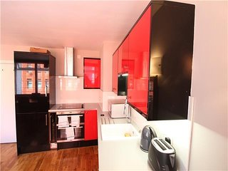 Centrally located 3 bedroom apartment in London