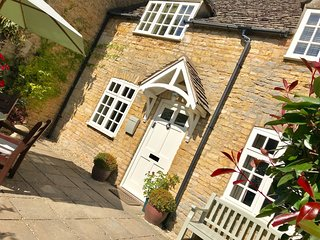 Jasmine Cottage - Within a short stroll to the village of Bourton on the Water