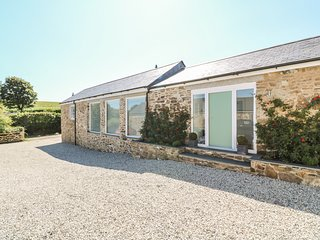 TREMOAN COTTAGE, hot tub, countryside, pet-friendly, Ref 955415