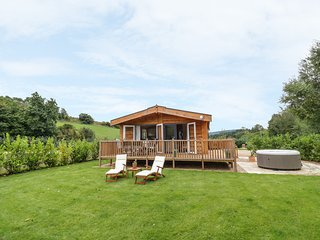 LODGE NO.3, hot tub, Ross-on-Wye