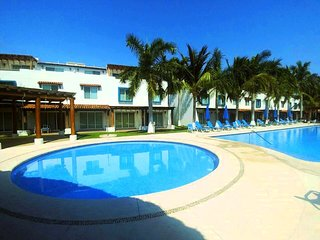 Great home close to the beach at Aqcua for up to 8 guests by Villas HK28 !!!