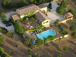 Mas Luberon Provence, piscine chauffee proche Gordes Roussillon, vue panoramique