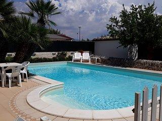 Affittasi villette con uso comune di piscina e jacuzzi a soli 300 mt dal mare