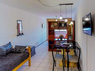 Céntrico apartamento c/ piscina compartida- Apt w/ shared pool and good location