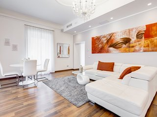 Stylish and modern 6 bedrooms flat near Via Veneto