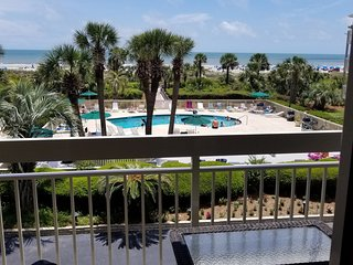 Oceanfront beach condo with pool near Coligny best location on the island