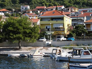 Three bedroom apartment Trogir (A-9667-a)