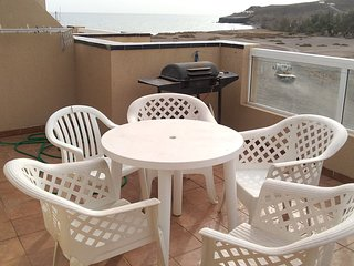 Beutifull sea views apartment, 2min walk to beach. 2min bars, restaurants, shops