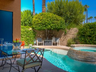 Beautiful Getaway in Small Gated Community, with Private Pool and Spa!