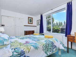 Kensington flat with garden