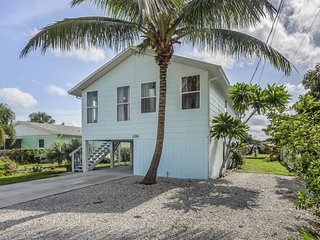 NEW LISTING! Dog-friendly bay front home w/ entertainment, kayaks & private yard