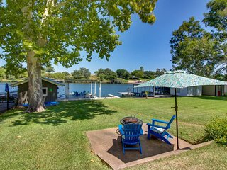 NEW LISTING! Cozy lakefront home with big backyard and fire pit!