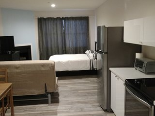 220F Lux Suite Near UCLA Prime Westwood location