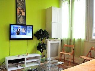 Appartement confortable et bien situe, proche des commodites ,du metro et du bus