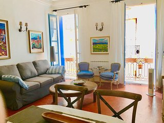 Elegant, Family Friendly 2 Bedroom Apartment In The Centre of Pézenas, France