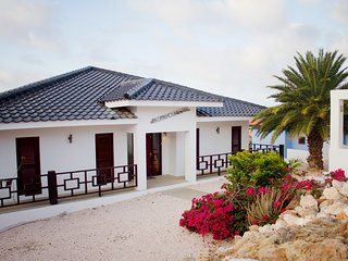 Caribbean Casas: Tropical Villa Sielo up to 14 guests, only 3 min walk to the be