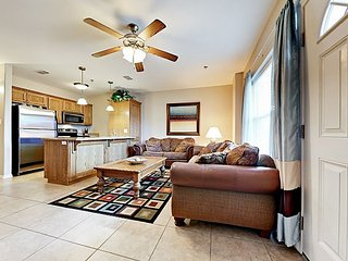 Quiet 2BR w/ Pool & Spa, Walk to Beach, Gravity Park & Seafood Eateries!