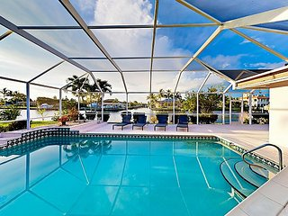 Tropical Hideaway w/ Private Screened Pool, Dock w/ Bay Access & Kayaks!