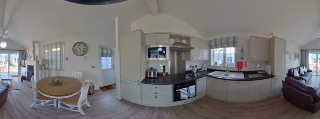 360 degree picture of Kitchen and Dining area