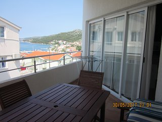 3 bedrooms, sea-view apartment