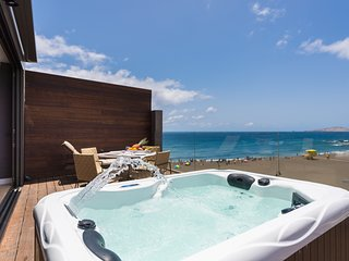 Luxury Penthouse Studio with private jacuzzi in Melenara Beach