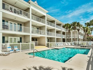 1 Bedroom Gulf View in Crystal Beach, Overlooks Sparkling Pool & Hot tub, Easy W