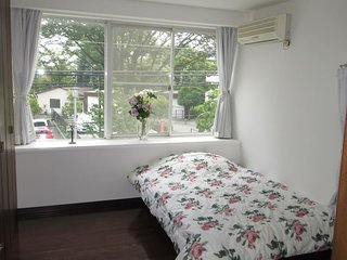 Good Location Cozy Suburb House: Room 2