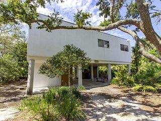 NEW LISTING ~ Modern Vibe ~ Steps to the Beach!!!