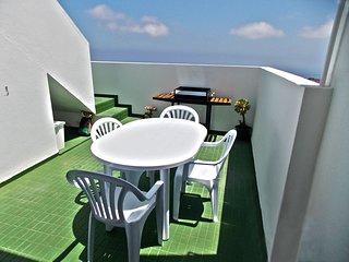 Casa grande con vistas al mar ideal para descanso y senderismo