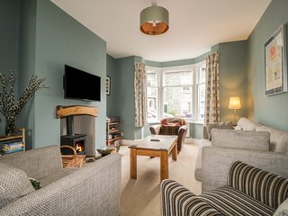 LA CASA, a large cottage sleeping 6 in central Keswick, Ref: 972607