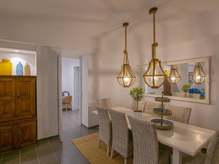 Pantheon Luxury Suite 4 in Plaka by JJ Hospitality