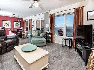 #7004:Lavish retreat location-full kitchen,WiFi,FREE BEACH Service & more!*