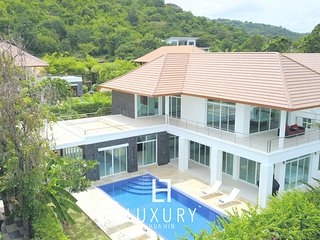 5 bedroom beutiful mansion with sea view