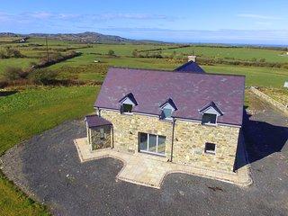 Llanddygfael Hir- spacious holiday home with plenty of wow factor: BOW29