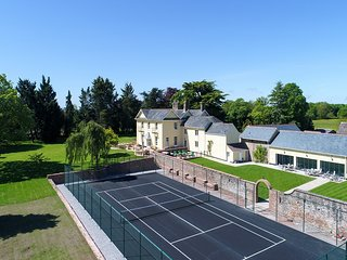 Large House for 22, all ensuite, indoor pool, tennis court, hot tub, cinema room