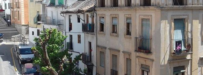 Centro de Granada . Apartamento recién reformado con ambiente relajado Disfruta tu visita a Granada!
