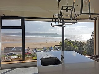 The Lookout at Parade House - Dog friendly WOW factor with views and hot tub!