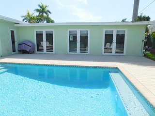 Casa Bella 5/4 for14, Heated Pool Near Beach