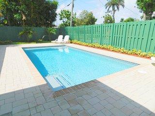 Casa Bella 5/4 for14, Heated Pool Near Beach