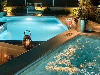 Private heated jacuzzi and private pool